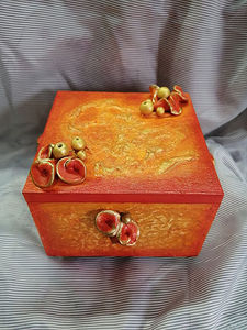 DECORATIVE BOX Antiques