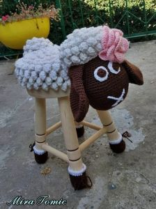 Female sheep stool