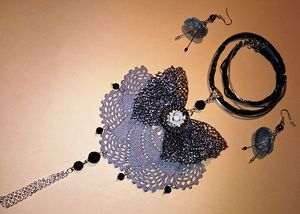 Necklace_Rosette