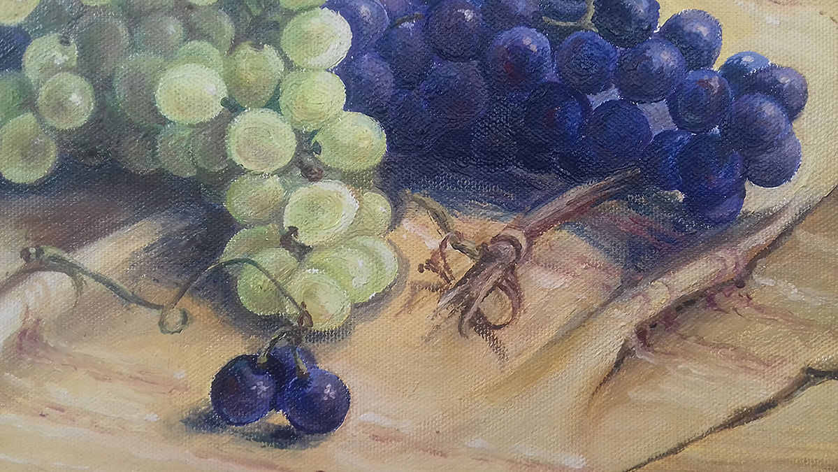 Table with grapes